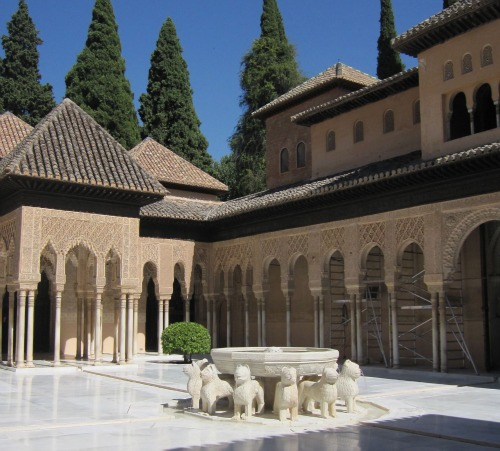 12 lion fountain | Visiting the Alhambra with kids via We3Travel