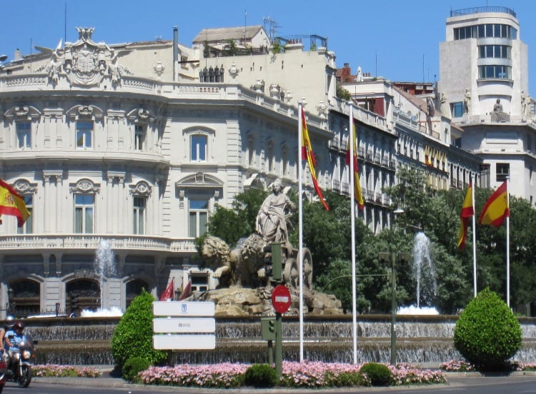 Cybele's Fountain in Madrid | What to do in Madrid with Kids | We3Travel