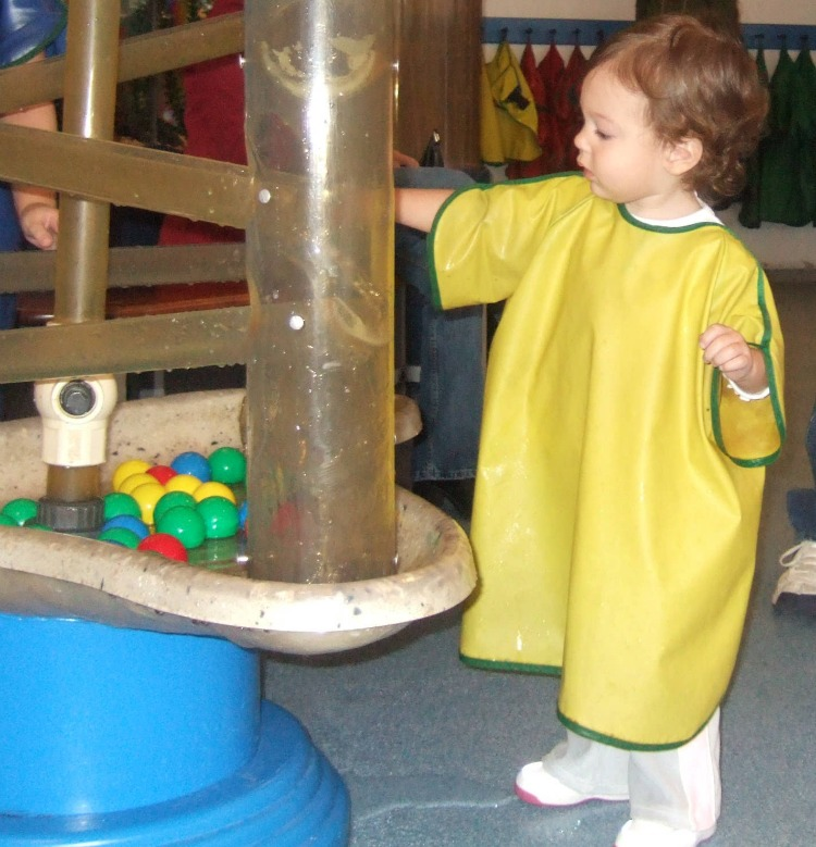 Playing in the water at the Providence Children's Museum | Planning a Family Weekend Getaway to Providence | We3Travel.com