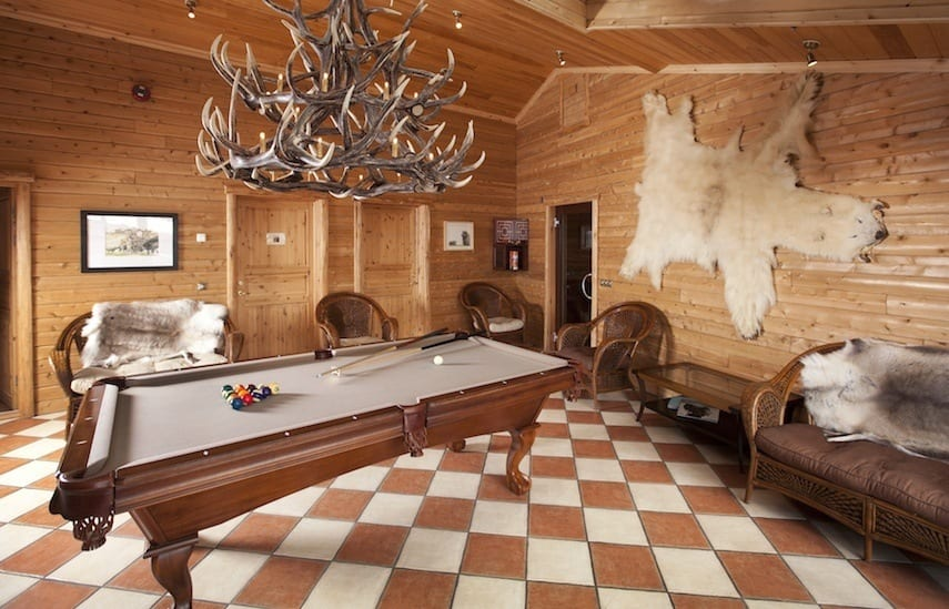 Hotel Ranga pool table