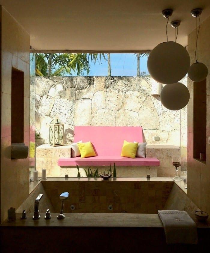 Eden Roc junior suite bathroom
