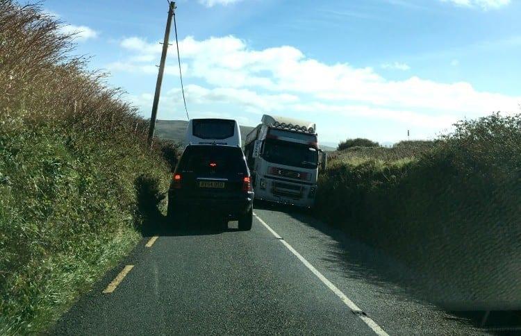 Dingle peninsula crowded road