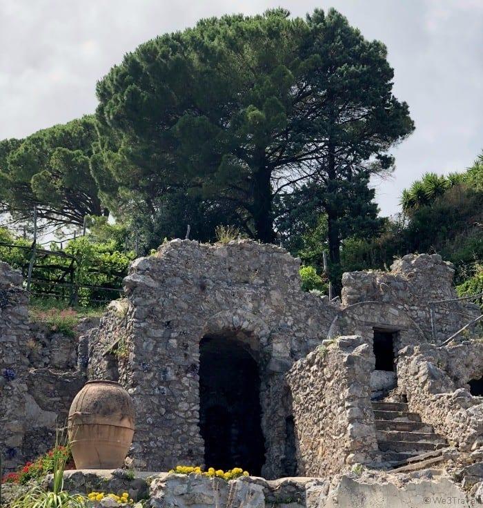 Villa Rufolo stone arch