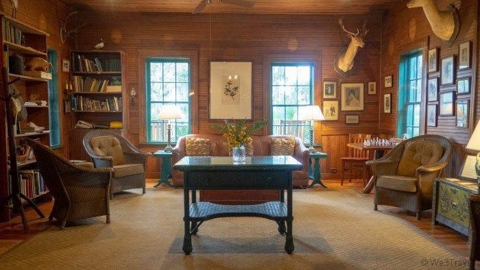Hunting Lodge lobby