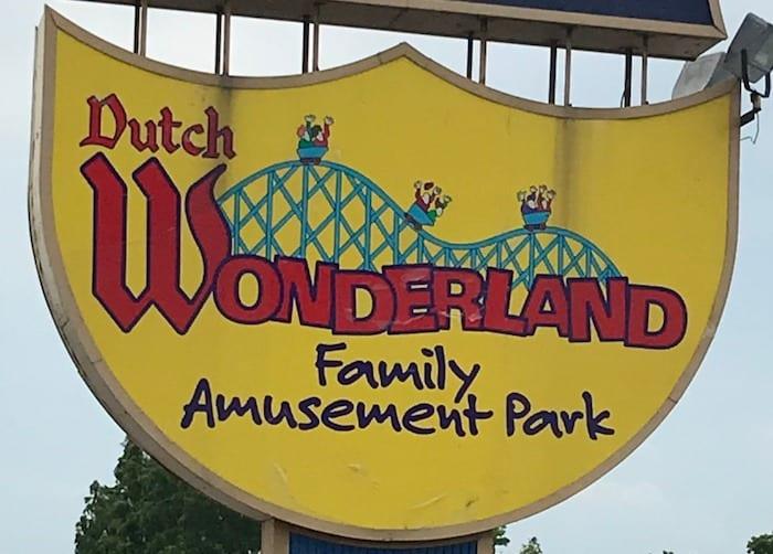 Dutch Wonderland sign