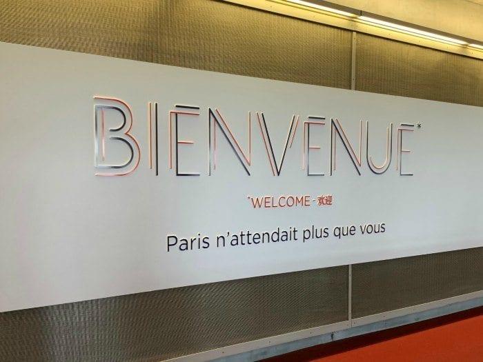 Bienvenue sign at charles de Gaulle