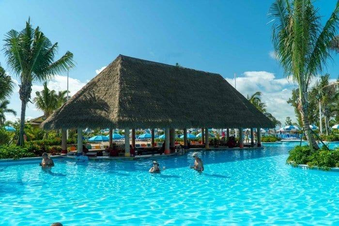 Swim up bar at the Oasis Lagoon
