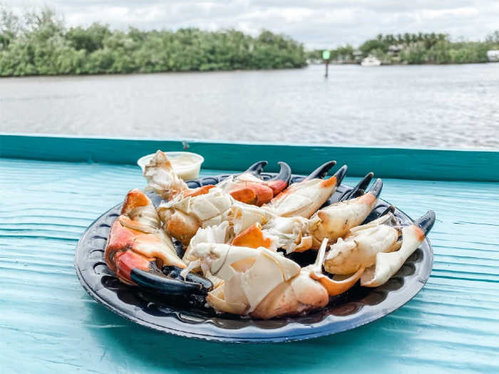stone crab claws at city seafood