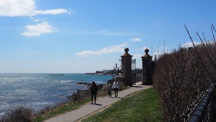 people on Newport Cliff Walk