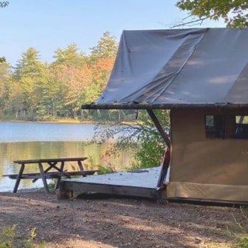 Huttopia White Mountains glamping tent next to the lake