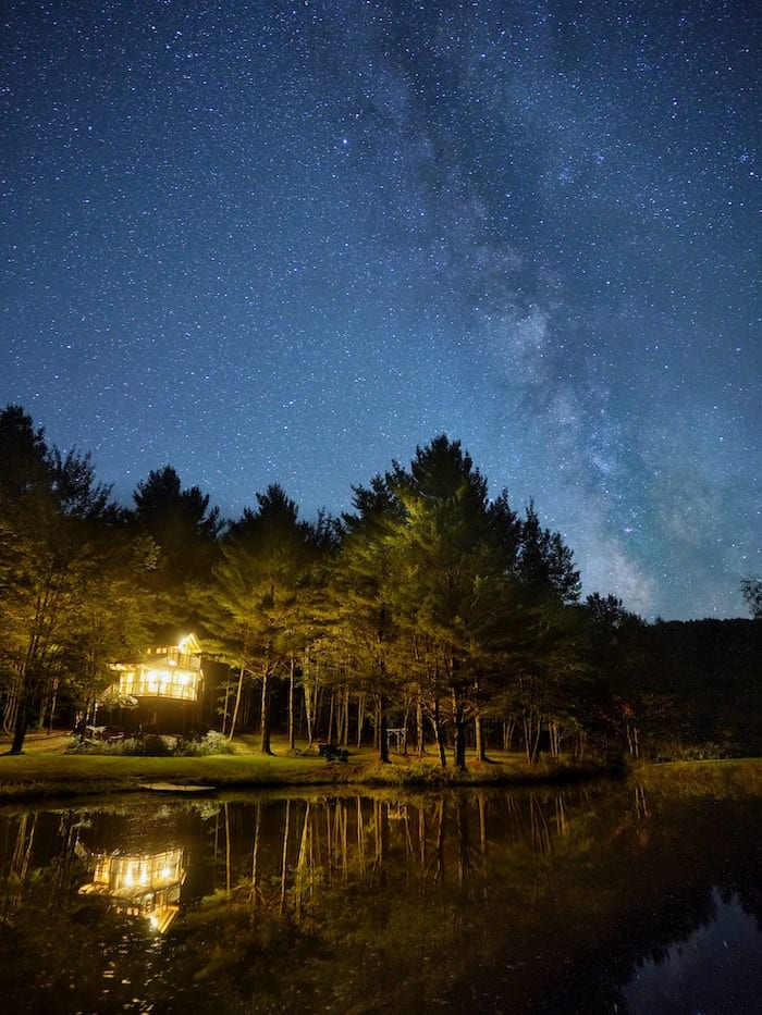 Moose Meadow Lodge treehouse at night with the Milky Way above
