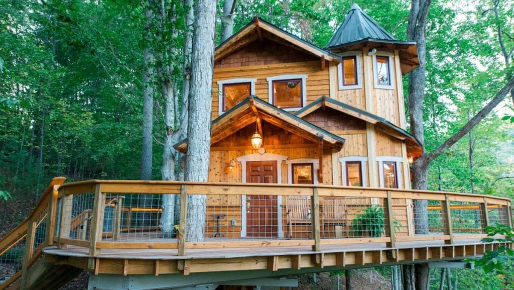 Unique luxury treehouse with wrap around deck outside Asheville, North Carolina