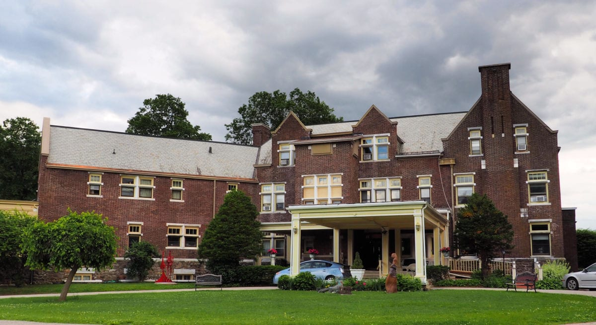 Front entrance to the Wilburton Inn in Manchester Vermont