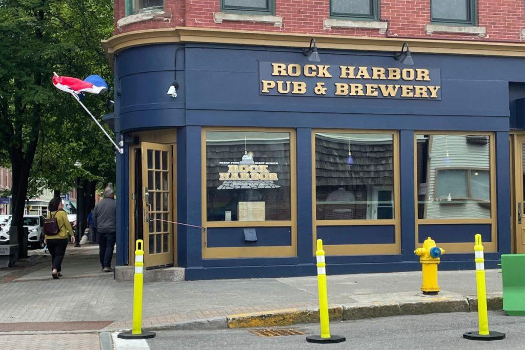 Rock Harbor Pub & Brewery