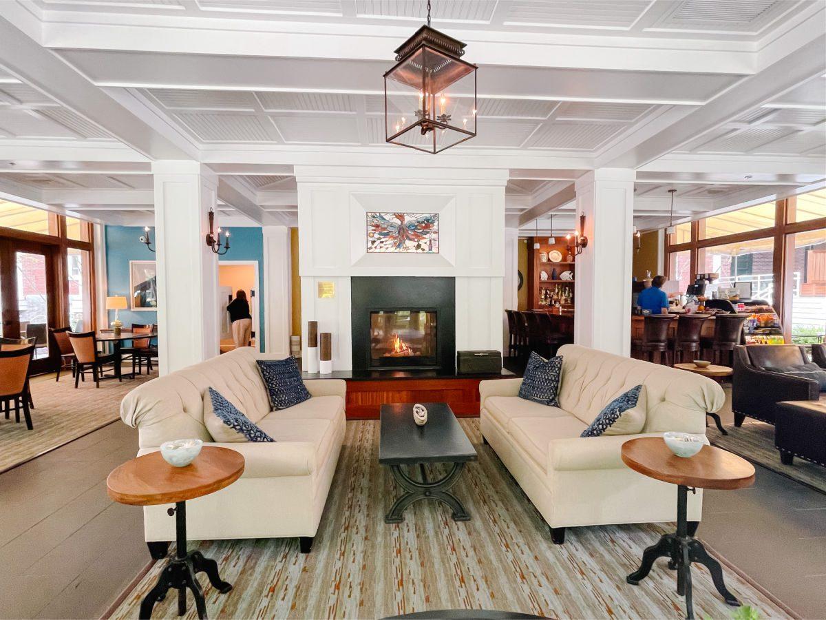 Inn at Diamond Cove lobby