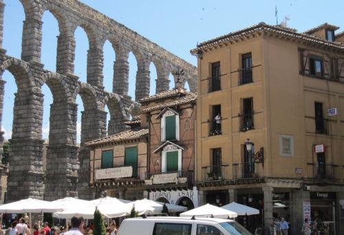 Aqueduct in Segovia |Sightseeing in Segovia with Kids via We3travel.com