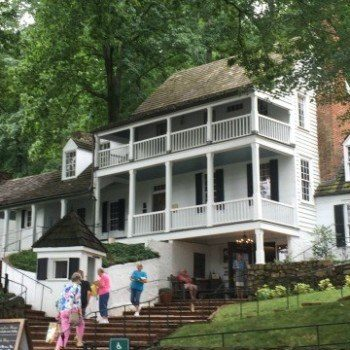 Michie tavern -- where to have lunch in Charlottesville VA